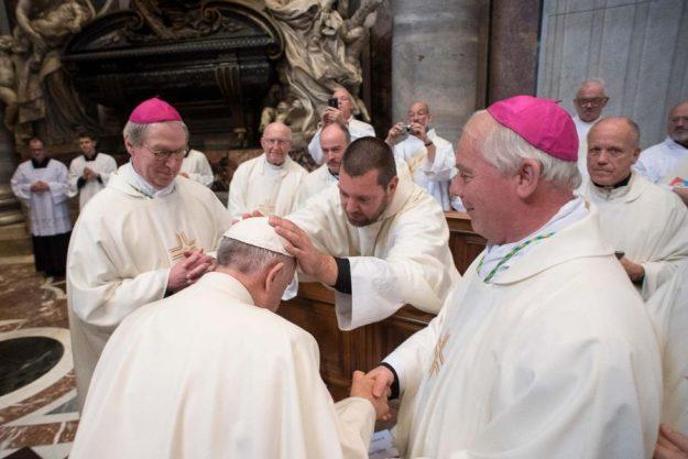 Gideon van Meeteren zegent de paus