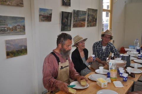 Katwijk, galerie Dunia, lunch voor schilders. Van links naar rechts: Gerard Troike, Helene Gregoire, Marcel Duran.