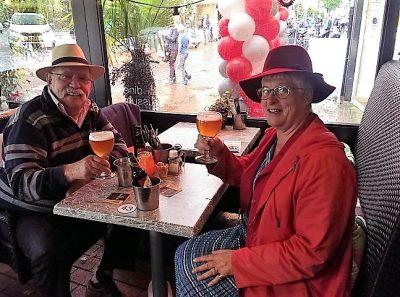 Peter Lasschuit en ik tijdens een lekker biertje bij Brasserie Drusius