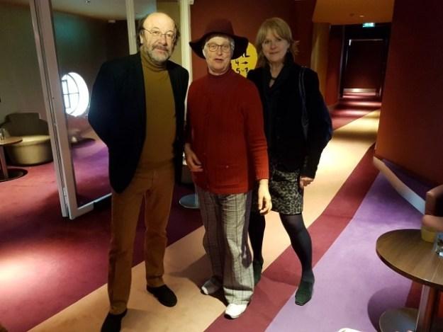 Filmmaker Robin Lutz, scenarist Marijnke de Jong en in het midden Marianne Visser van Klaarwater voor aanvang van de film ''Escher: het oneindige zoeken', een film van Robin Lutz.