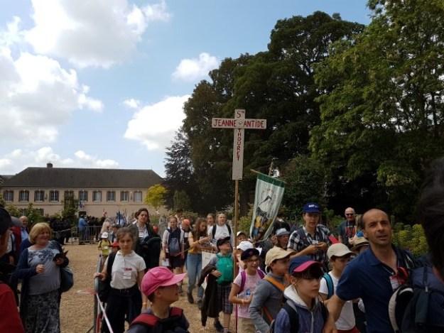 Bedevaart Parijs Chartres 2018; 15000 deelnemers, gemiddelde leeftijd 21 jaar