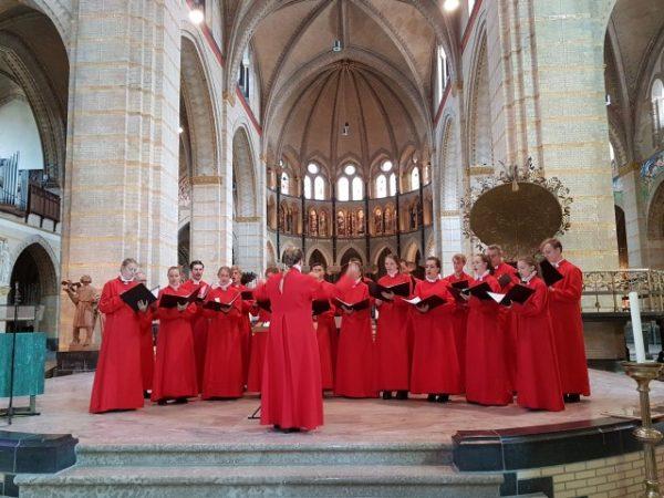 Kathedrale Basiliek sint Bavo, 13 juli, hoofdaltaar met Bavo Cantorij van het Kathedrale koor o.l.v. Sanne van Nieuwenhuijsen