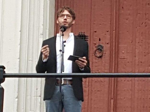 Stadsdominee Tom de Haan noemt burgemeester Jos Wienen een trouwe kerkganger van de Grote Bavo