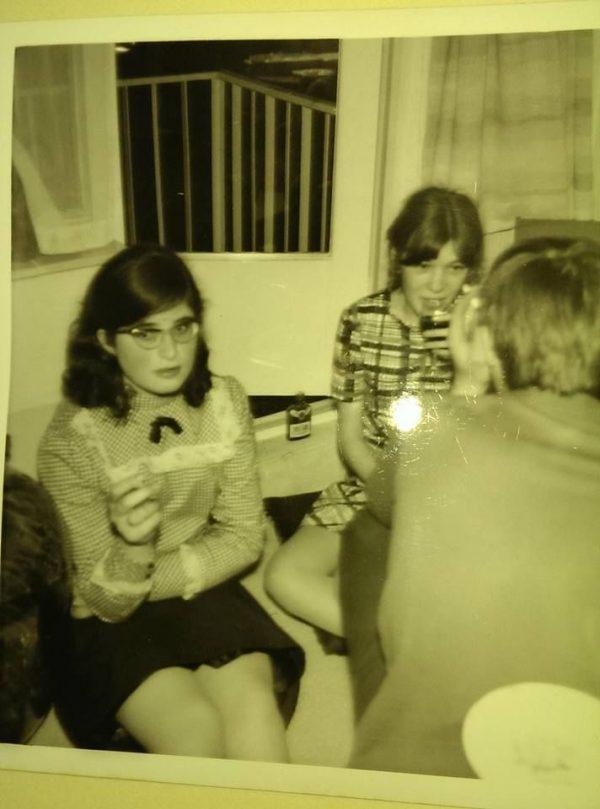 Theaterpioniers richtten in 1968 de Toneelschuur op. Ik was toen 16. We behoorden tot de protestgeneratie. We rookten, slikten de pil en namen het initiatief tot Wereldwinkel, Filmhuis e.d.(uiterst links zit ik)