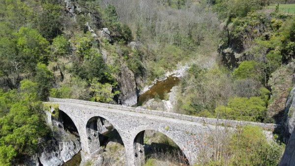 Meyras, ligt in de prachtige natuur van de Ardèche