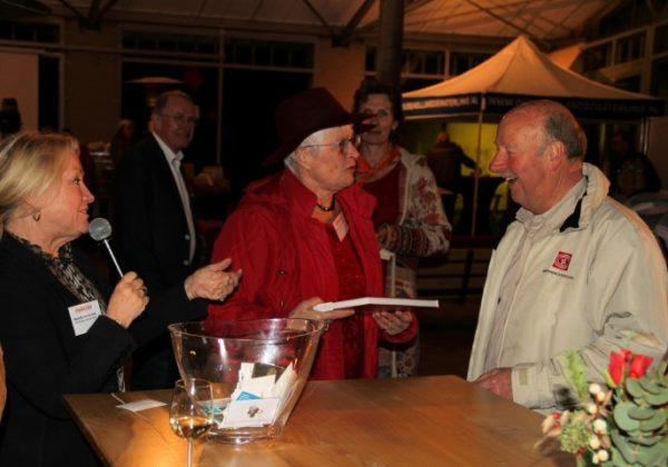 Oude Hollandse Waterlinie, met Peter Kraan, voorzitter Fort Wierickerschans Groep en Marjolijn van der Jagt van stichting PRET, organisatoren van het Oriëntatiefestival