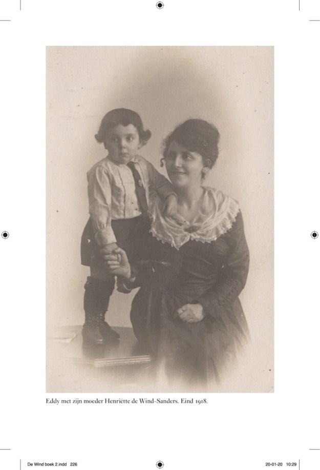 Eddy de Wind met zijn moeder, eind 1918