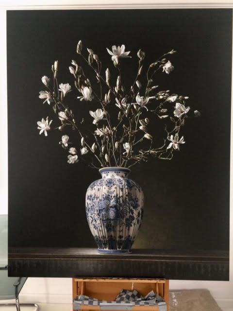 Roman en Henriëtte Reisinger, stilleven met magnoliatakken, olieverf op paneel 178 x 148 cm. november 2019