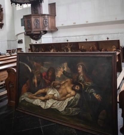 Ondanks het bezwaarschrift van het Loterijfonds Ravenstein werd de Luciakerk al tijdens de wachttijd leeggehaald, foto Theo Oudenaerd