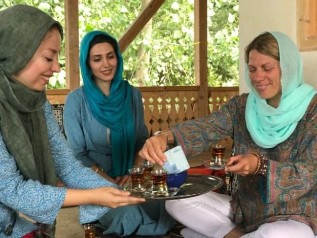 Iran, met rechts op de foto Deirdre Deprettere