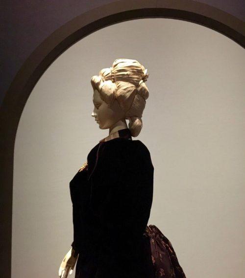 Catwalk Rijksmuseum. Pruiken van papier (Annemiek Bohnenn).
