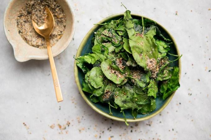 """Healthy crisps: spinach crisps """"width ="""" 1200 """"height ="""" 797 """"/> </figure data-recalc-dims="""