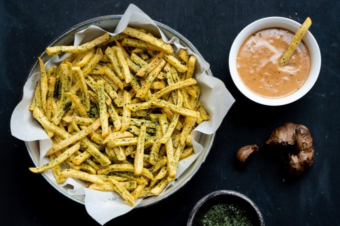"French fries with seaweed salt and garlic mayo ""width ="" 1200 "" height = ""800"" /> </figure data-recalc-dims="