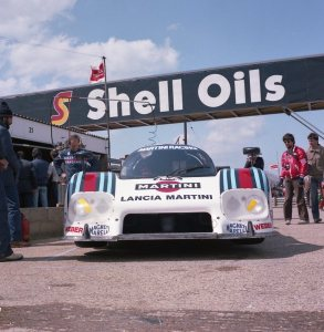 The Patrese/Wollek Lancia LC2 again - with engine lid down