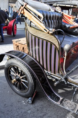 Candy stripe coachwork on De Dion Bouton
