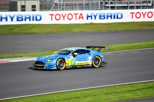 Aston Martin V8 Vantage driven by Richie Stanaway & Fernando Rees