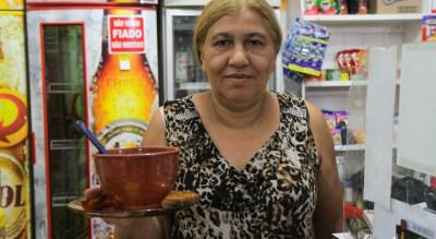 Tânia traz o delicioso caldo de mocotó - Bar da Tânia