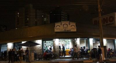 Boteco Villa Brasil cravado na esquina da Av. Brasil, perto da Orosimbo Maia