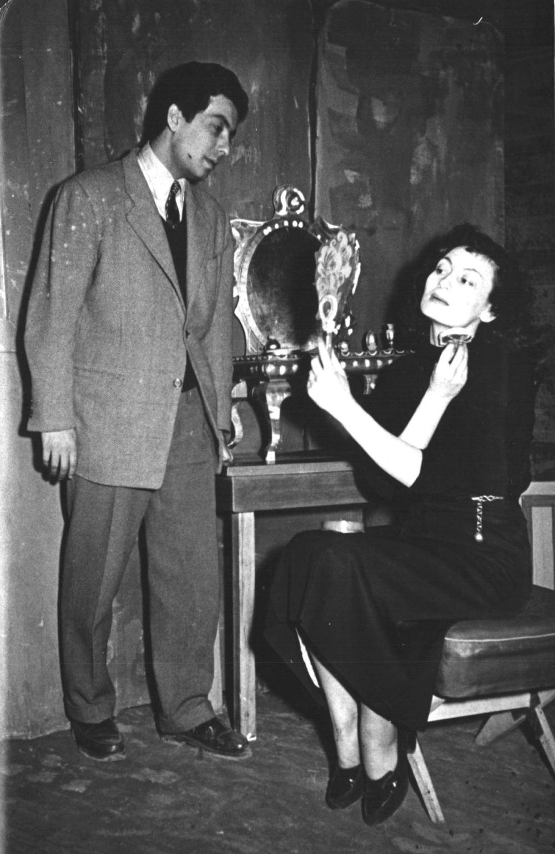 """<p>Somerset Maugham'ın 1953-1954 sanat sezonunda oynanan """"Lady Frederick"""" oyunundan bir kare.<br></p>"""