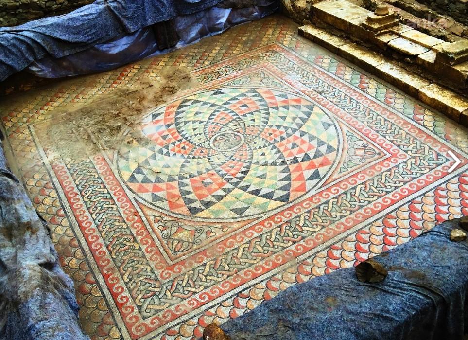 """<p>Myrleia Antik Kenti'ni açık hava müzesine dönüştürmek isteyen Mudanya Belediyesi'nin, Anıtlar Kurulu'ndan beklediği kamulaştırma onayı geldi. </p><p>Helenistik ve Roma dönemlerine ait taşınmaz kültür varlıklarının bulunduğu bölgenin arkeopark olarak hayata geçirilmesi için önemli bir adım daha atıldığını kaydeden Belediye Başkan Hayri Türkyılmaz, """"Kimlikli turizm hedefimizle, Myrleia'yı Mudanyamıza, insanlığa, dünya tarihine kazandıracağız"""" dedi.</p>"""
