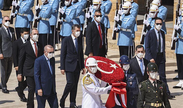 İstifa ettiği iddia edilmişti: Erdoğan'ın yanı başında poz verdi