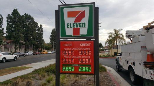 7-Eleven 2-pole Pylon