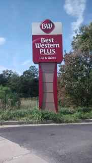 Best Western Plus Midrise Pylon