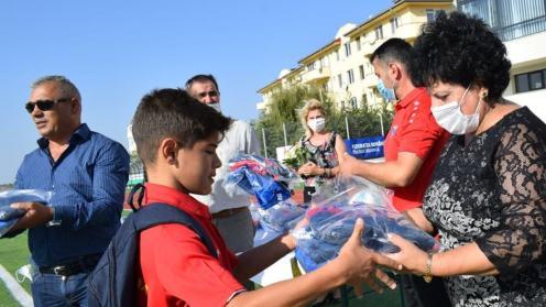 Echipamente pentru fotbaliștii din Cumpăna. FOTO CS Victoria Cumpăna