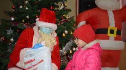 Daruri pentru copiii din Cumpăna. FOTO Cumpăna News