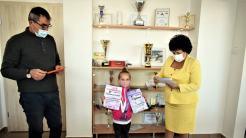 Gimnasta Elena Cășăriu, premiată de către Primăria Cumpăna. FOTO Primăria Cumpăna