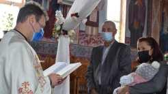 Un copil aflat în asistență maternală a fost creștinat la Cumpăna. FOTO Cumpana News