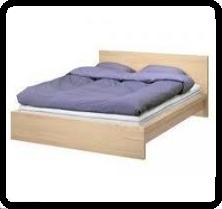 Mi cama tiene marco bordeando