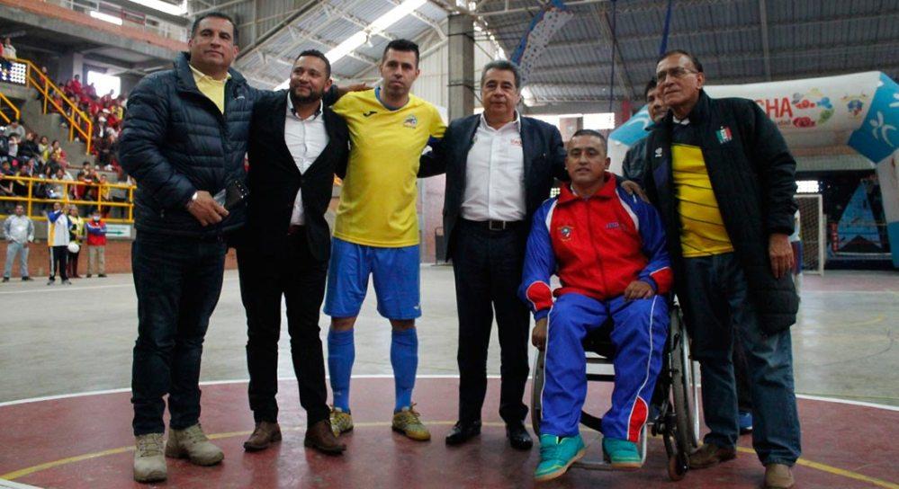 Alcalde de Soacha junto al mejor jugador del mundo de fútbol de salón, Jhon Pinilla