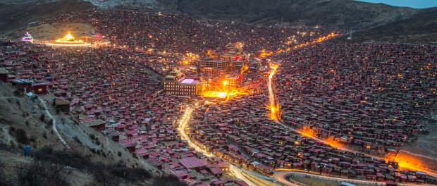 Uimitor: cel mai mare centru religios din lume se află în zona tibetană a...