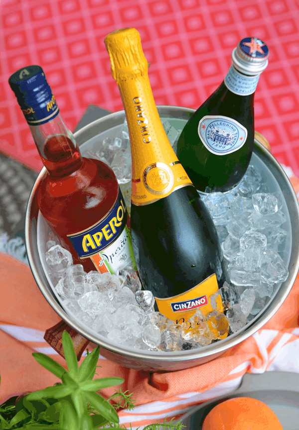 how to make an aperol spritz for summer entertaining