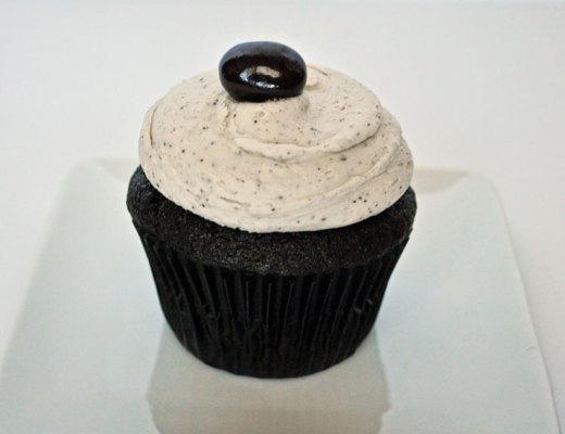 Mocha Cupcakes with Espresso Buttercream | www.cupcakesandthecosmos.com