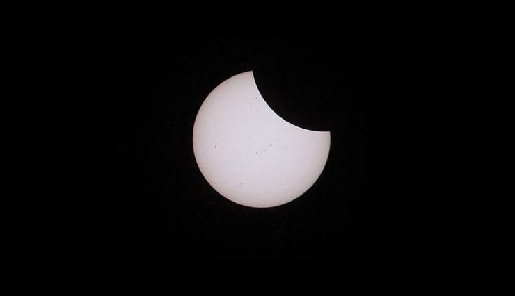 Partial Solar Eclipse   www.cupcakesandthecosmos.com