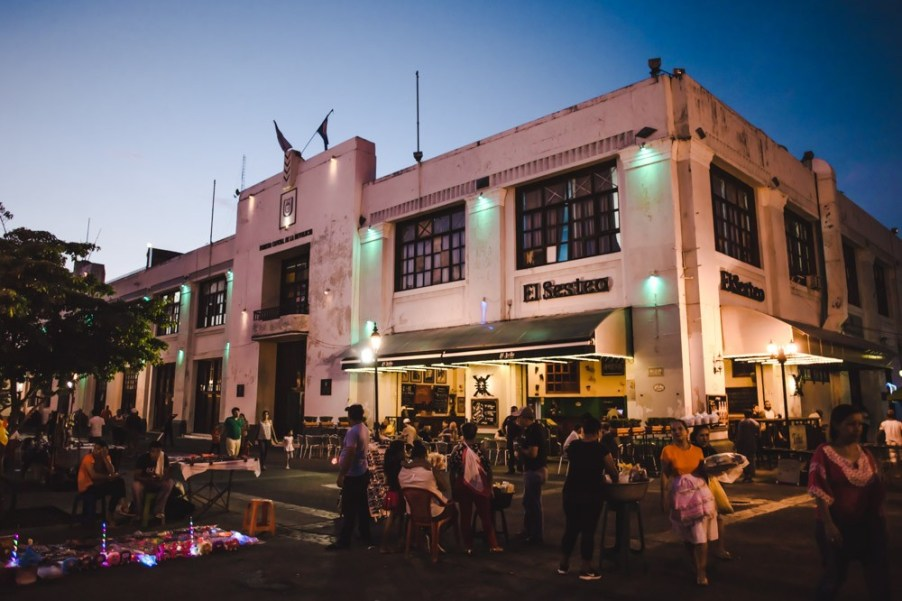 bar for drinks in león nicaragua