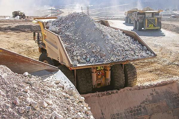 BHP dice que alza de impuestos son una amenaza para la industria minera de Chile