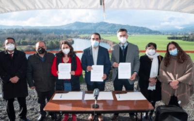 Los Ríos: tres alcaldes firman acuerdo en rechazo a proyecto de hidroeléctrica en río San Pedro