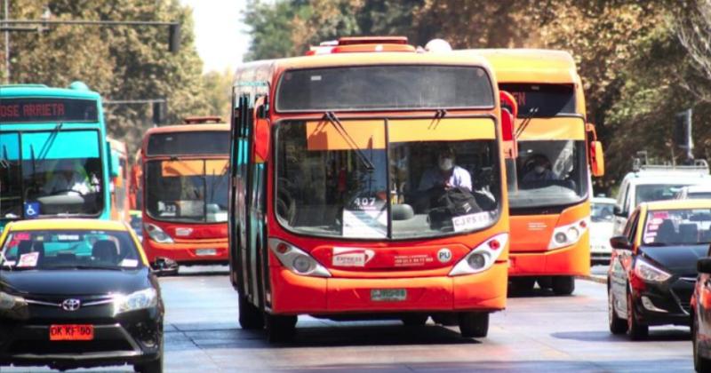 Ministerio de Transportes suscribe contratos para fabricar más de 2 mil buses para la RM