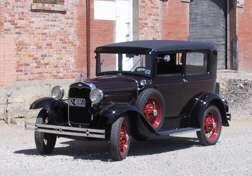 Ford 1931 Model A_Deluxe_Tudor