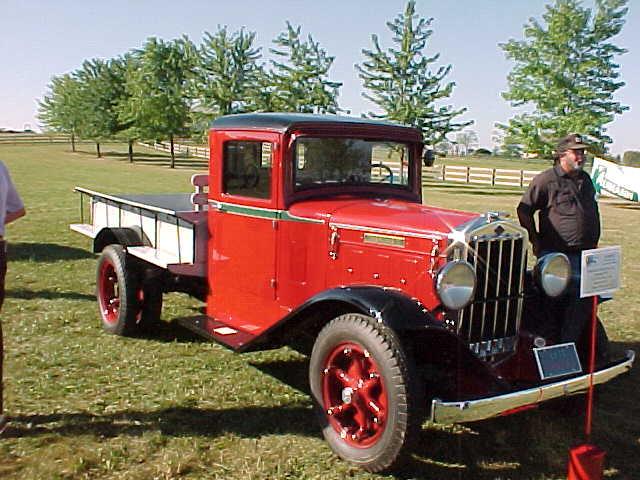 Truckstop Classic: 1953 Diamond T Model 323 – A Rare Diamond
