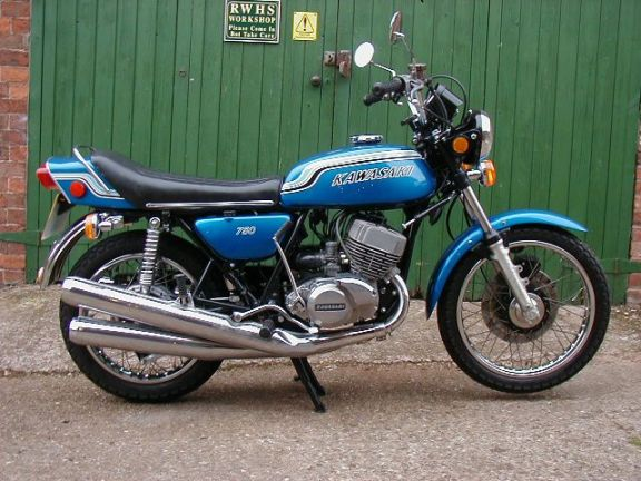 Sunday Salon: The Kawasaki Two-Stroke Triples – The Dirty Dozen