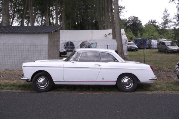 Peugeot 404 coupe side