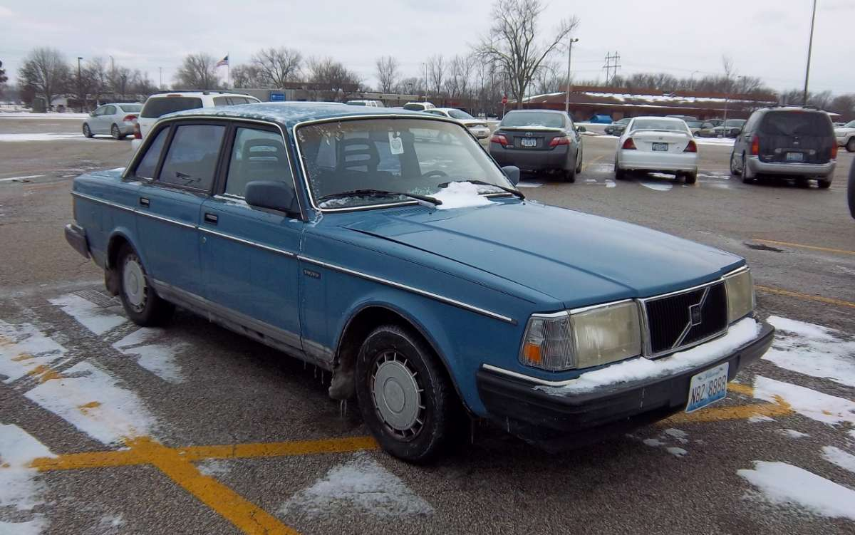 CC Capsule: 1986 Volvo 240DL – Smurf Blue Sighting