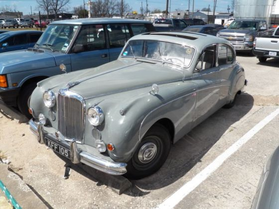 Jaguar Mark-IX-front-3_4