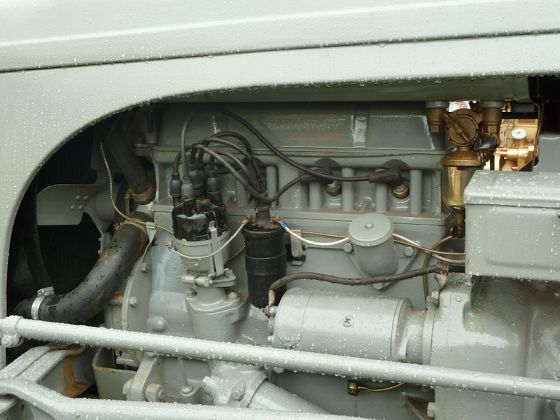Standard engine,_plug_side_of_head,_Ferguson_TE20_tractor
