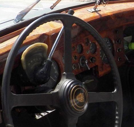 pic004 Jaguar Mark IX Interior closeup