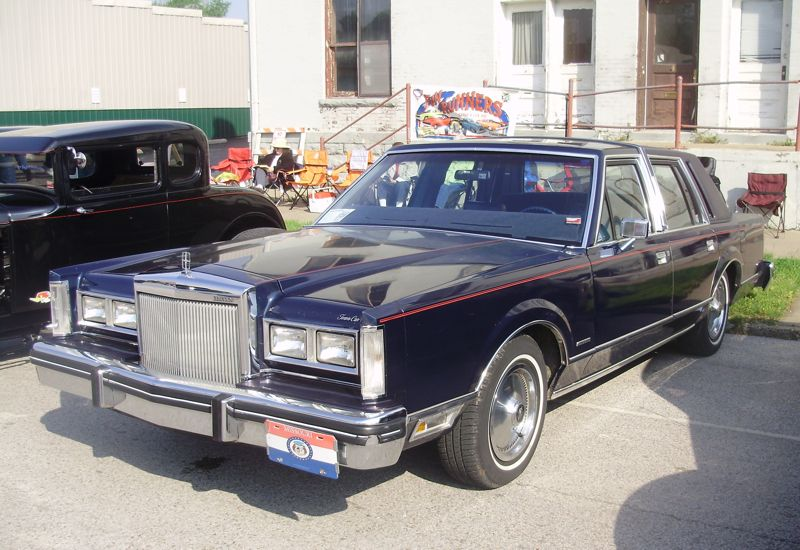 Car Show Classic 1982 Lincoln Town Car Honey I Shrank The Lincoln